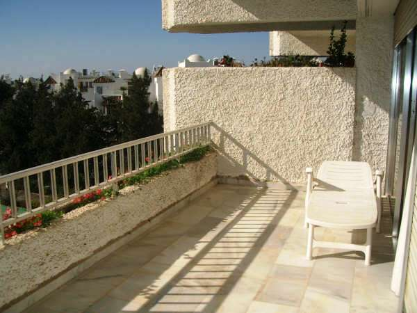 Apartament in Los Jardines del Mar - Marbella - image 1-1-1 on https://www.laconchaliving.com