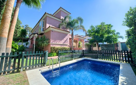 Luxury villa Puerto Banus Marbella - image 1-3-1-525x328 on https://www.laconchaliving.com