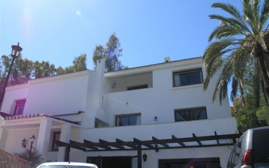 Affordable luxury - Villa for rent in Marbella - image 1-8-525x328 on https://www.laconchaliving.com