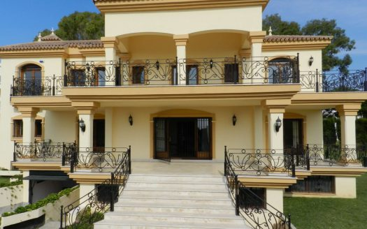 Apartment for rent in Marbella (Elviria) - image 1-Foto-exterior-525x328 on https://www.laconchaliving.com