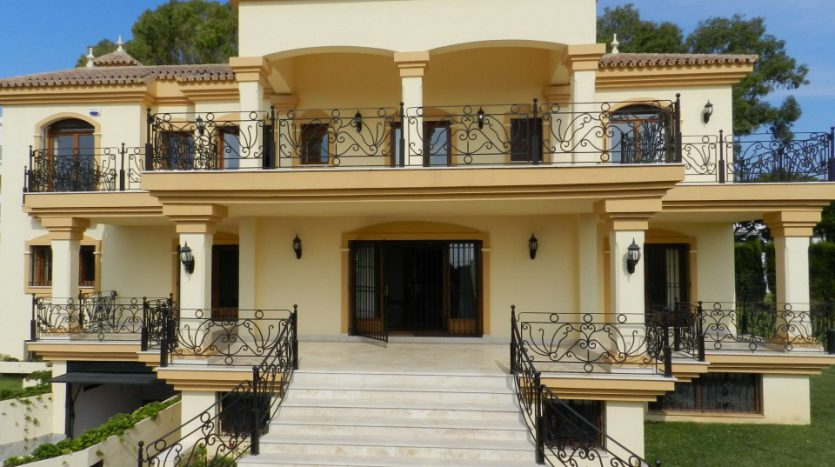 Affordable luxury - Villa for rent in Marbella - image 1-Foto-exterior-835x467 on https://www.laconchaliving.com