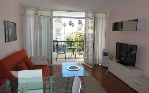 Three-bedroom apartment in Marbella town - image 1-Marbella_beachside_apartment_living_room-1-525x328 on https://www.laconchaliving.com