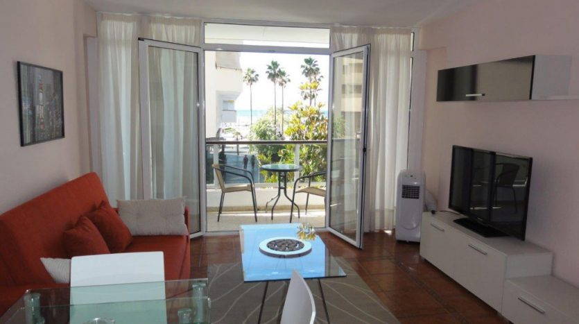 Apartment near the port of Marbella - image 1-Marbella_beachside_apartment_living_room-1-835x467 on https://www.laconchaliving.com