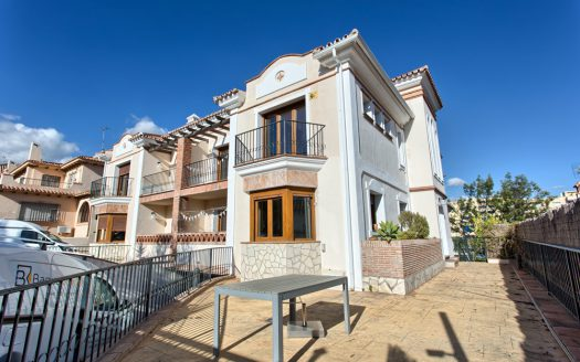 Three-bedroom apartment in Marbella town - image 1-Villa-Valentunana-525x328 on https://www.laconchaliving.com