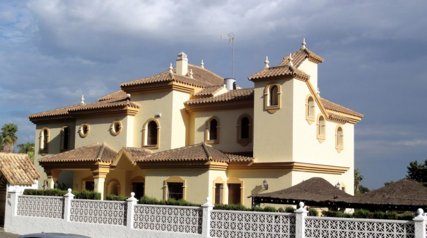 Affordable luxury - Villa for rent in Marbella - image 1-house-835x467 on https://www.laconchaliving.com