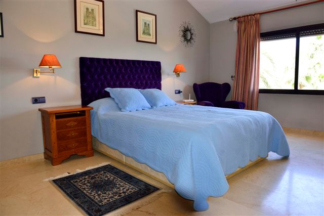 Villa in Nueva Andalucia - image 10-4 on https://www.laconchaliving.com