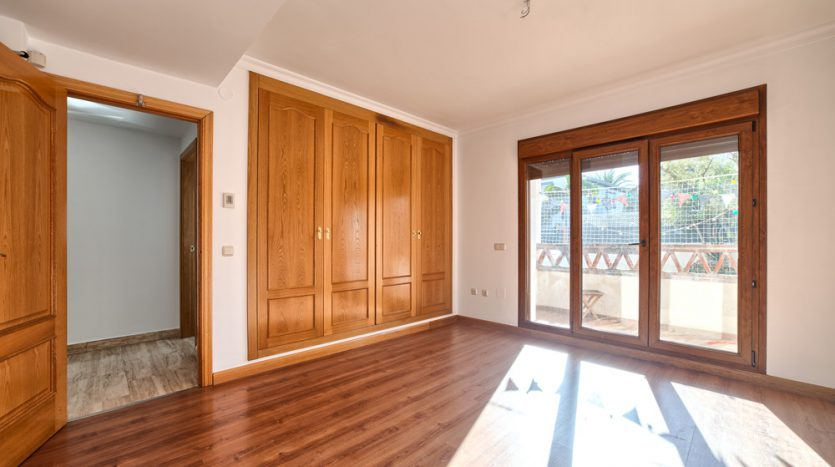 Semi detached villa in Marbella centre - image 10-bedroom-835x467 on https://www.laconchaliving.com
