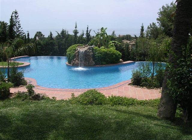 Villa in Las Chapas - image 109-Piscina-cascada-y-jardín-640x467 on https://www.laconchaliving.com