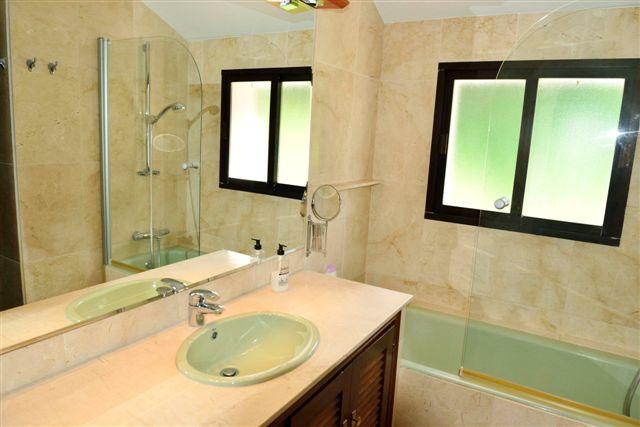 Villa in Nueva Andalucia - image 11-6 on https://www.laconchaliving.com