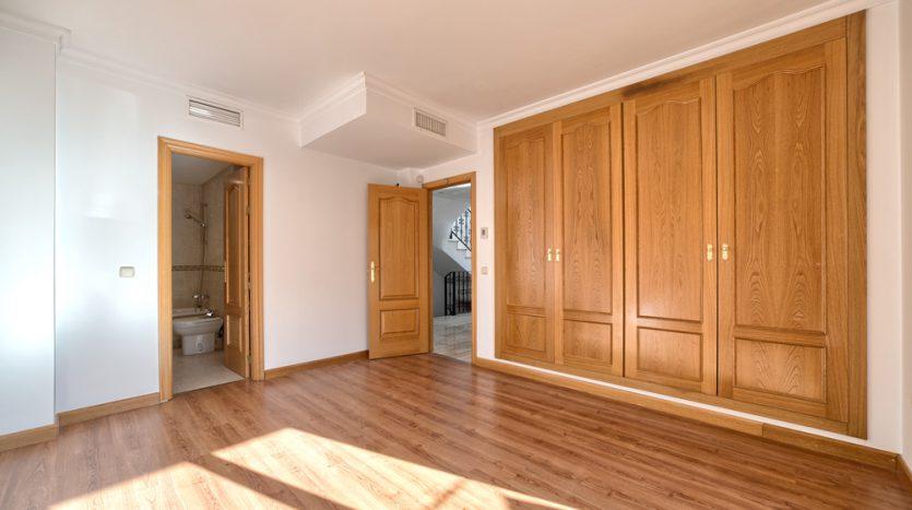Semi detached villa in Marbella centre - image 11-bedroom-835x467 on https://www.laconchaliving.com