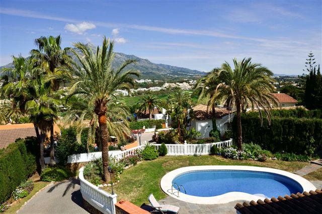 Villa in Nueva Andalucia - image 12-5 on https://www.laconchaliving.com