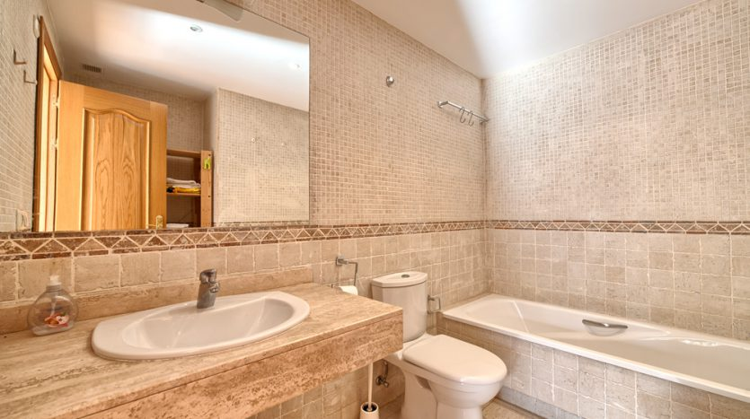 Semi detached villa in Marbella centre - image 12-bathroom-835x467 on https://www.laconchaliving.com