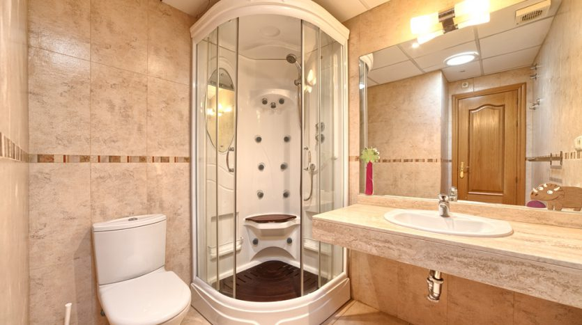 Semi detached villa in Marbella centre - image 14-bathroom-835x467 on https://www.laconchaliving.com