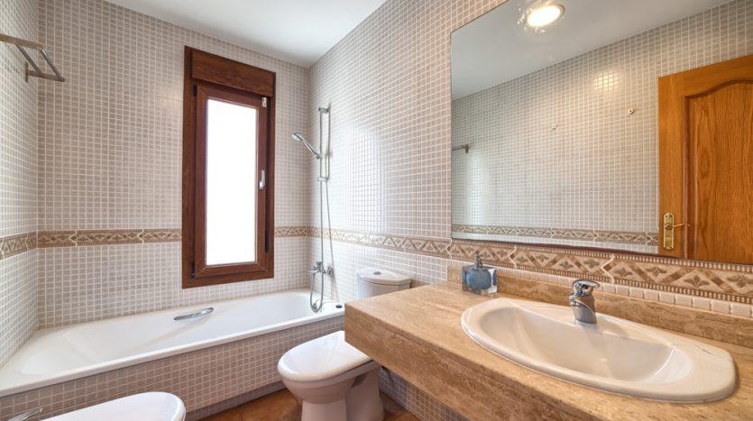 Semi detached villa in Marbella centre - image 17-bathroom-835x467 on https://www.laconchaliving.com