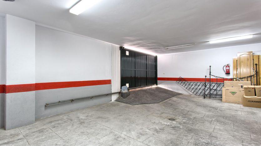 Semi detached villa in Marbella centre - image 19-garage-835x467 on https://www.laconchaliving.com