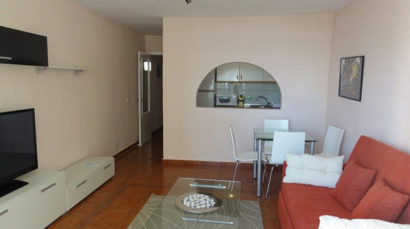 Квартира недалеко от порта Марбельи - image 2-Marbella_beachside_apartment_living_room2-1-835x467 on https://www.laconchaliving.com