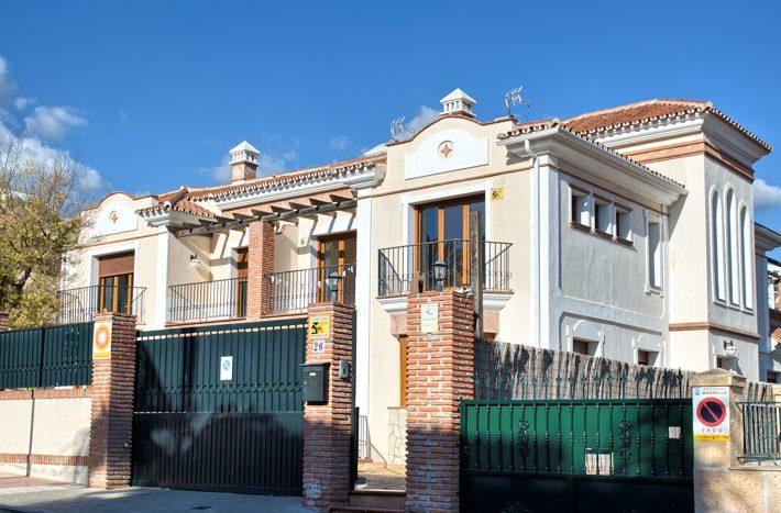 Semi detached villa in Marbella centre - image 2-Villa-Valentunana-710x467 on https://www.laconchaliving.com