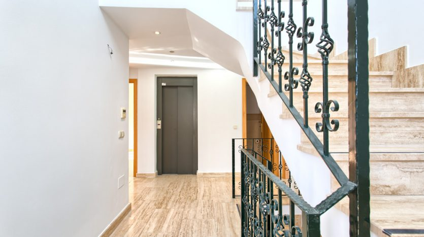 Semi detached villa in Marbella centre - image 20-hallway-with-elevator-835x467 on https://www.laconchaliving.com