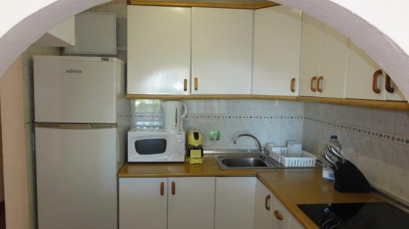 Квартира недалеко от порта Марбельи - image 3-Marbella_beachside_apartment_kitchen2-1-835x467 on https://www.laconchaliving.com