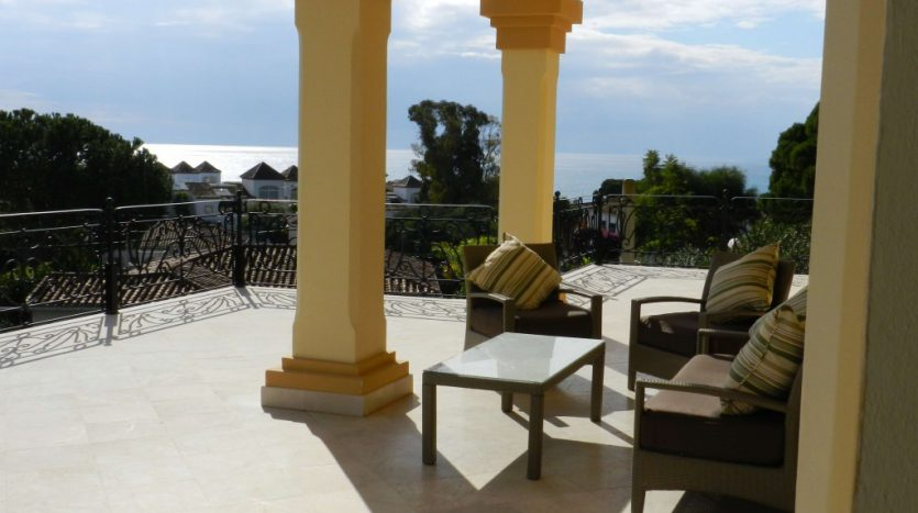 Affordable luxury - Villa for rent in Marbella - image 3-terraza-planta-alta-835x467 on https://www.laconchaliving.com