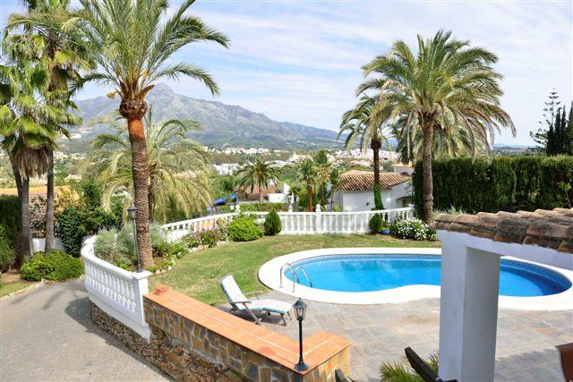 Villa in Nueva Andalucia - image 4-6 on https://www.laconchaliving.com