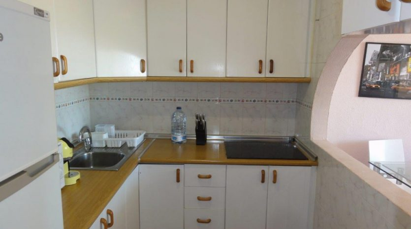 Квартира недалеко от порта Марбельи - image 4-Marbella_beachside_apartment_kitchen-1-835x467 on https://www.laconchaliving.com