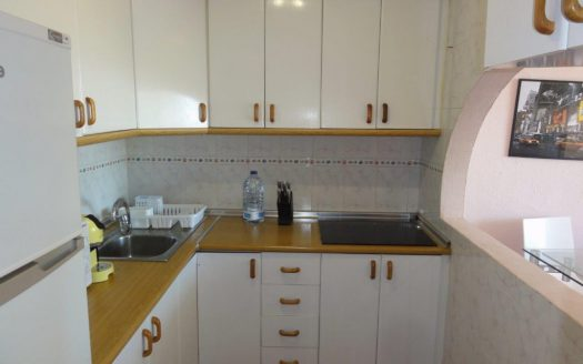 Apartamento de lujo en Grey'dAlbion, Puerto Banús - image 4-Marbella_beachside_apartment_kitchen-525x328 on https://www.laconchaliving.com