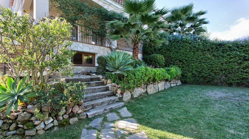 Semi detached villa in Marbella centre - image 4-garden-and-terrace-835x467 on https://www.laconchaliving.com