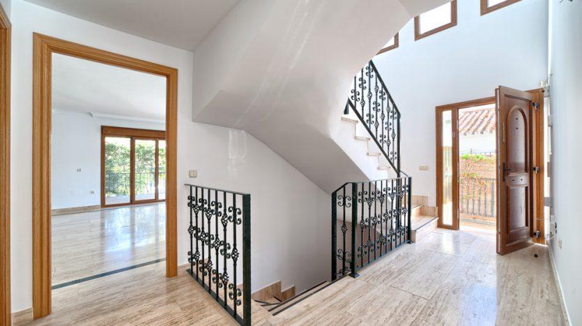 Semi detached villa in Marbella centre - image 6-hallway-835x467 on https://www.laconchaliving.com