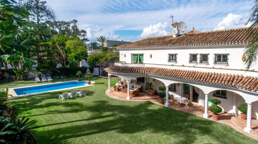 Villa in Guadalmina Baja (Casasola) - image Beachside-villa-Casasola-1-Large-835x467 on https://www.laconchaliving.com