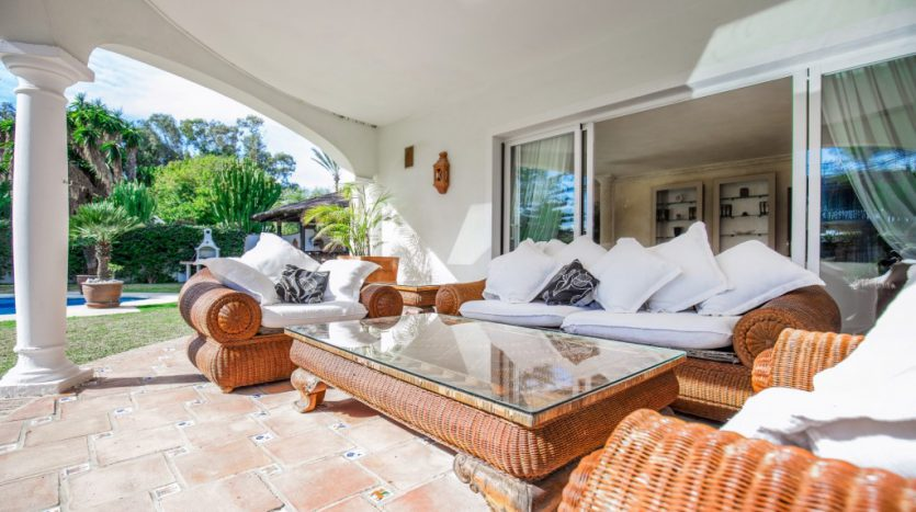 Villa in Guadalmina Baja (Casasola) - image Beachside-villa-Casasola-13-Large-835x467 on https://www.laconchaliving.com