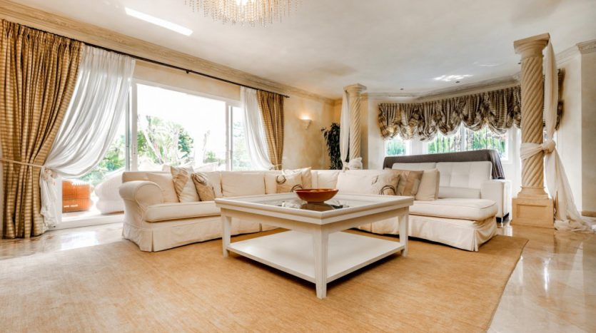 Villa in Guadalmina Baja (Casasola) - image Beachside-villa-Casasola-5-Large-835x467 on https://www.laconchaliving.com