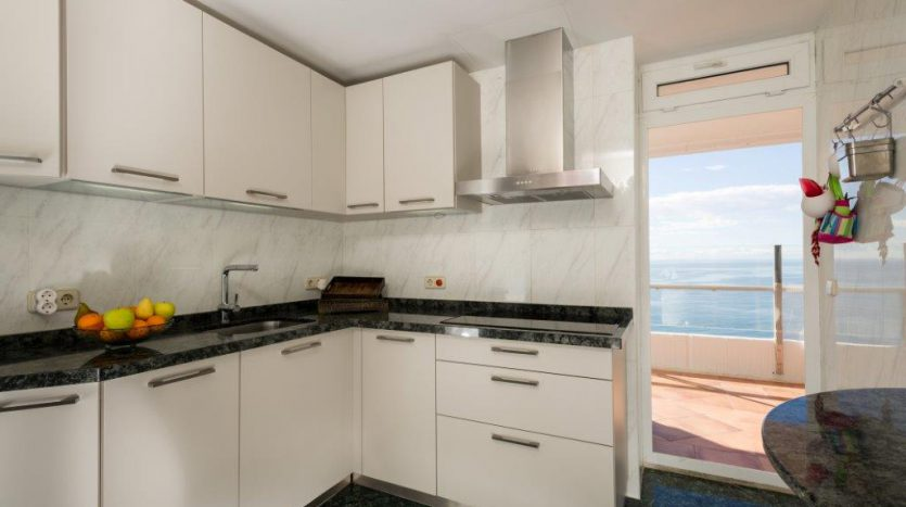 Luxury Apartment in Torre Real Marbella - image CMC9520-835x467 on https://www.laconchaliving.com