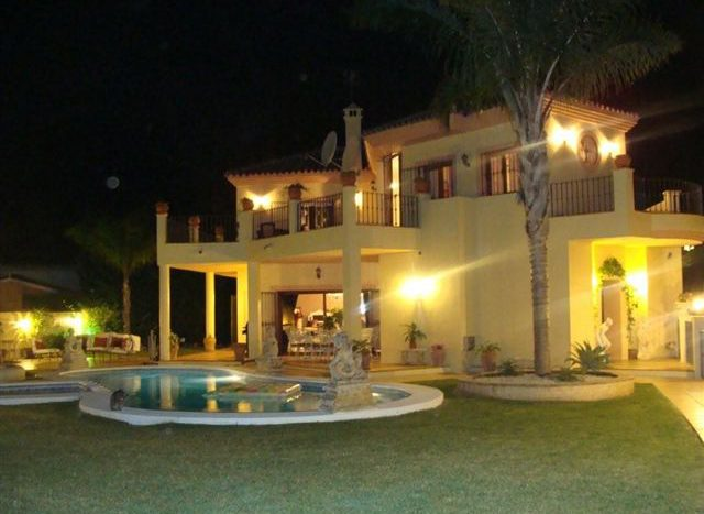 Villa in Guadalmina - image HOUSE-AT-NIGHT-6-640x467 on https://www.laconchaliving.com