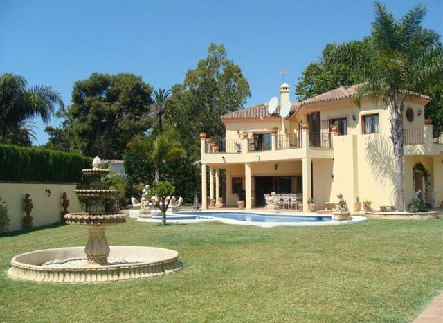 Villa in Guadalmina - image HOUSE-EXTERIOR-4-640x467 on https://www.laconchaliving.com