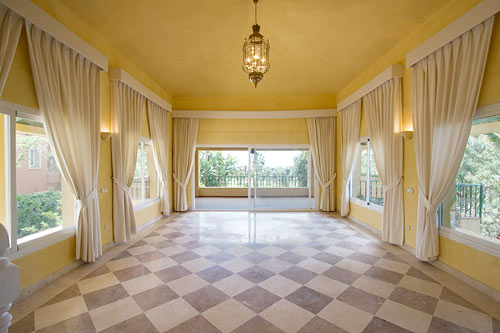 Villa in Nueva Andalucia - image IMG_5345 on https://www.laconchaliving.com