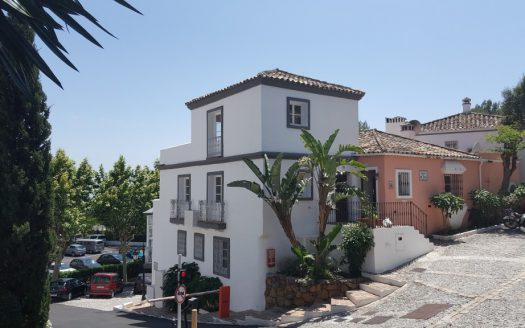 Townhouse in Nagueles - image LaHeredia-1-525x328 on https://www.laconchaliving.com