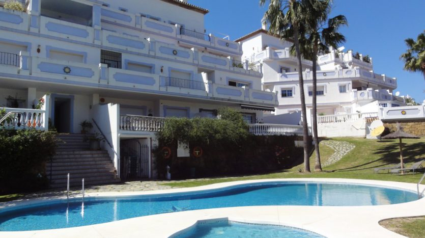 Apartment for sale in Las Lolas - Puerto Banús - image Las-Lolas-Banus-1-835x467 on https://www.laconchaliving.com