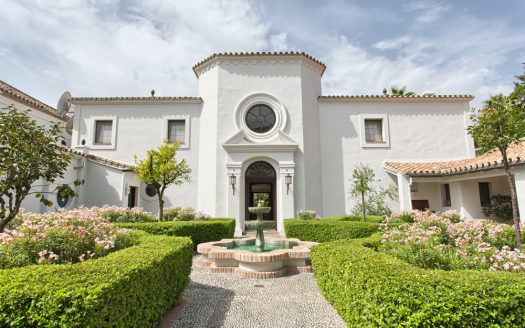 La Concha Living - image Luxury-beach-side-villa-for-sale-in-Guadalmina-1-525x328 on https://www.laconchaliving.com