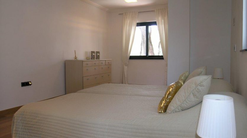 Роскошная вилла в Кабопино - image Luxury-modern-beachside-Villa-for-sale-in-Cabopino-10-835x467 on https://www.laconchaliving.com