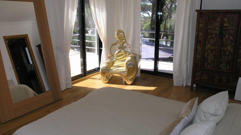 Роскошная вилла в Кабопино - image Luxury-modern-beachside-Villa-for-sale-in-Cabopino-11-835x467 on https://www.laconchaliving.com