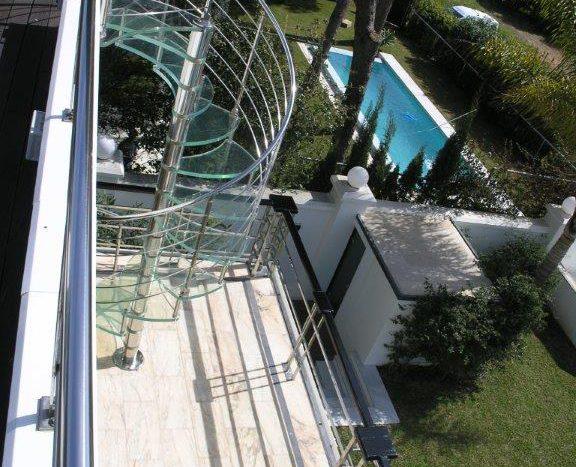 Роскошная вилла в Кабопино - image Luxury-modern-beachside-Villa-for-sale-in-Cabopino-16-576x467 on https://www.laconchaliving.com