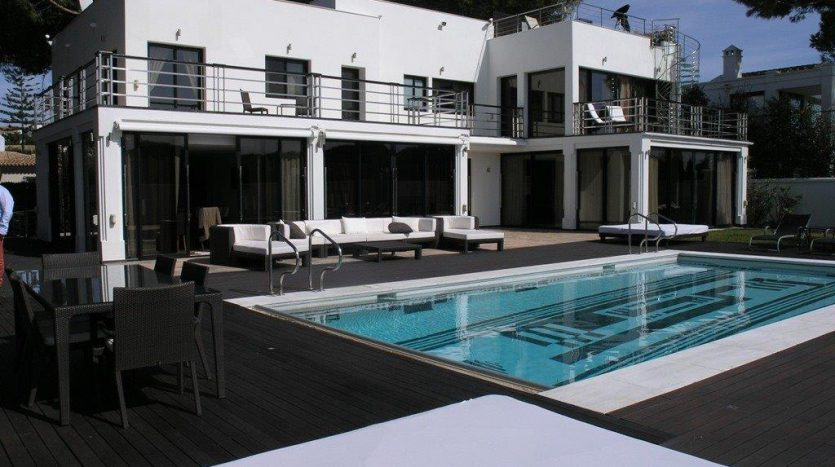Роскошная вилла в Кабопино - image Luxury-modern-beachside-Villa-for-sale-in-Cabopino-2-835x467 on https://www.laconchaliving.com