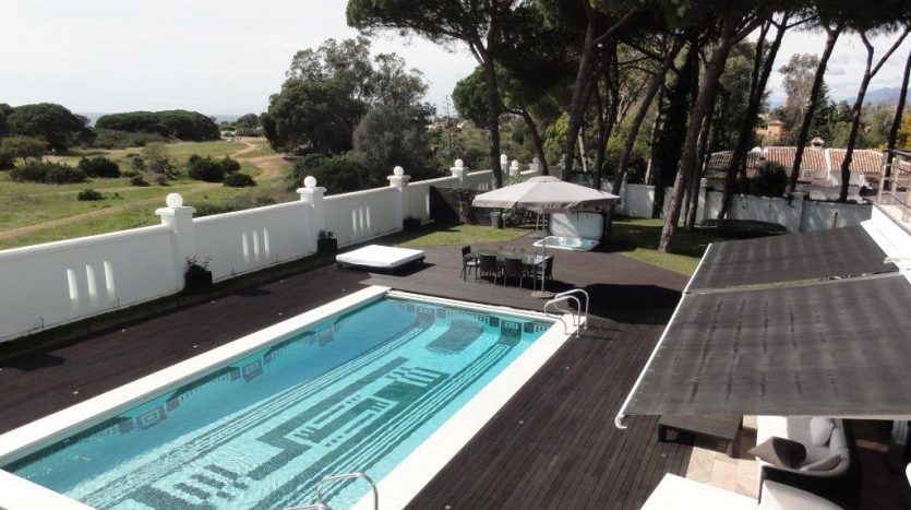 Роскошная вилла в Кабопино - image Luxury-modern-beachside-Villa-for-sale-in-Cabopino-3-835x467 on https://www.laconchaliving.com