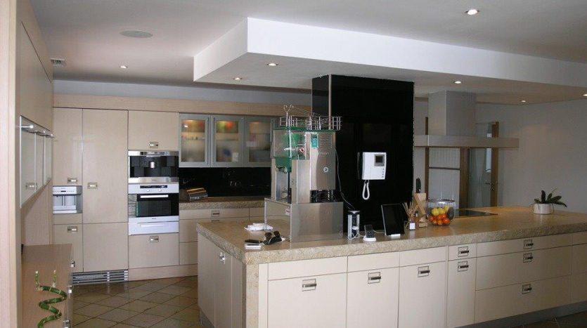 Роскошная вилла в Кабопино - image Luxury-modern-beachside-Villa-for-sale-in-Cabopino-6-835x467 on https://www.laconchaliving.com