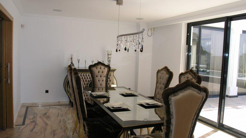 Роскошная вилла в Кабопино - image Luxury-modern-beachside-Villa-for-sale-in-Cabopino-8-835x467 on https://www.laconchaliving.com