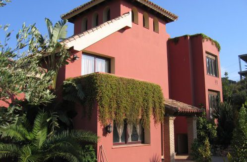 Affordable luxury - Villa for rent in Marbella - image Main1-498x328 on https://www.laconchaliving.com