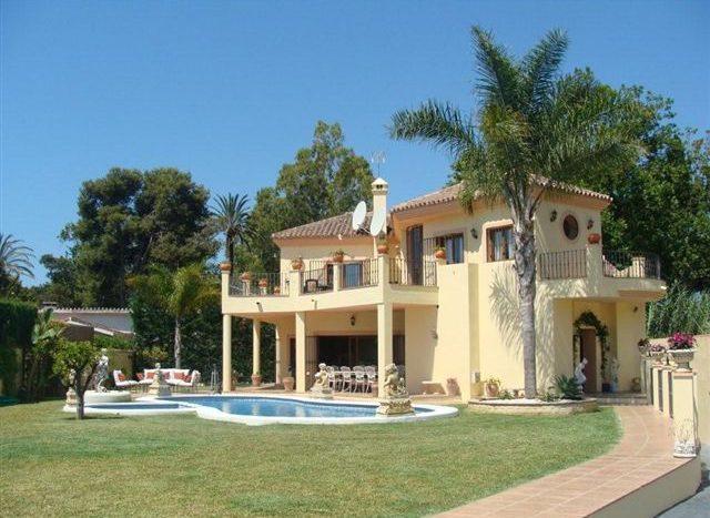Villa in Guadalmina - image Main113-640x467 on https://www.laconchaliving.com