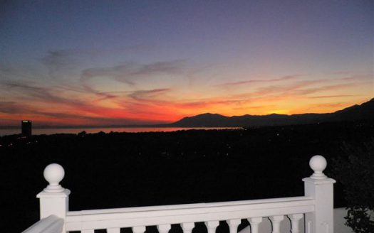 Beachside apartment Lunamar Marbella East - image Main124-525x328 on https://www.laconchaliving.com