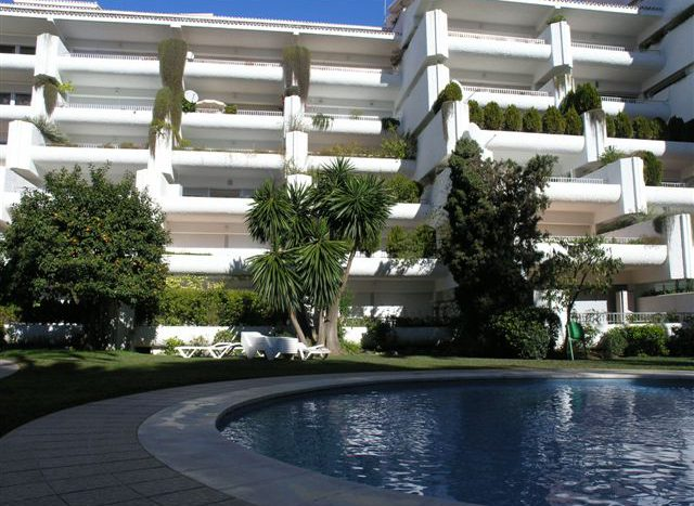 Apartment in Marbella - image Main9-640x467 on https://www.laconchaliving.com